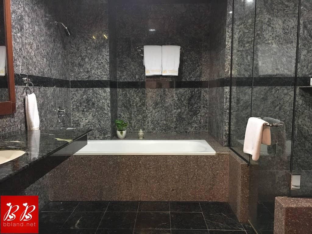 Phòng Tắm ở Khách Sạn One Opera