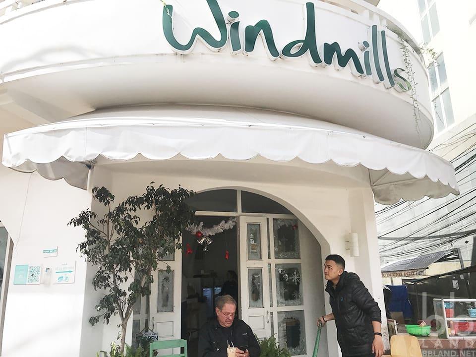 Không gian quán Windmills Đà Lạt