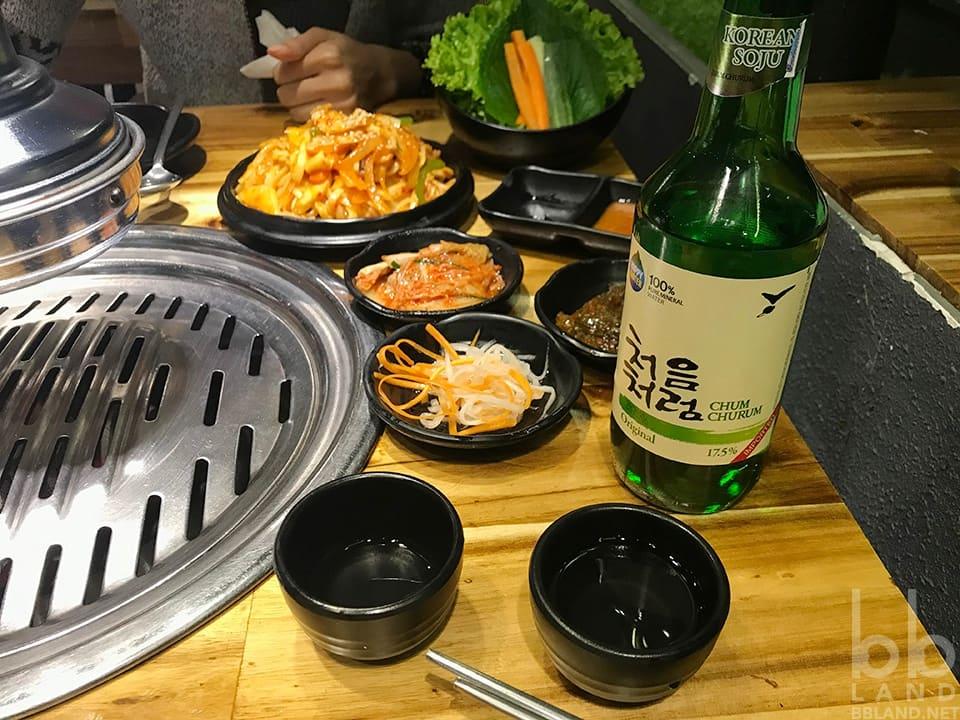 Chai rượu Soju  tại Fungi Chingu Đà Lạt