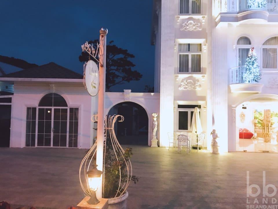 Phía trước La Vie En Rose Villa Đà Lạt