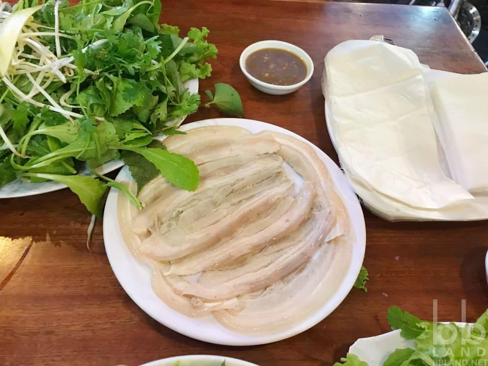 Bánh tráng cuốn thịt heo tại Quê Xưa Đà Nẵng